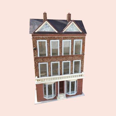 Antique Edwardian dolls house 1909