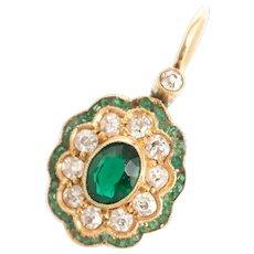 1.00 Carat Total Weight Deep Green Yellow Gold Earring
