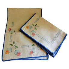 Vintage Arts & Crafts Design Table Scarf and (4) Individual Place Mats