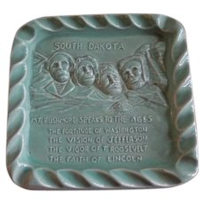"""Red Wing Pottery Embossed """"Mount Rushmore"""" Ash Tray"""