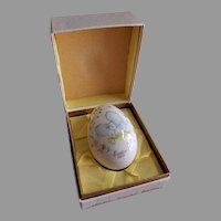 1977 Seventh Edition Noritake Easter Egg w/Two Baby Lambs