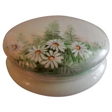 T & V Limoges Hand Painted Dresser/Jewelry Box w/White Daisy Blossoms Motif