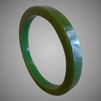 Vintage 1930-1940 Emerald Green Bakelite Bangle Bracelet