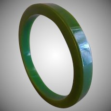 Vintage 1930-1940 Emerald Green Bakelite Carved Bangle Bracelet