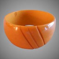 Vintage 1930-1940 Butterscotch Bakelite Chunky Carved Bangle Bracelet