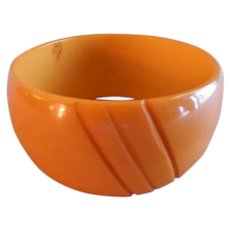 Vintage 1930-1940 Butterscotch Bakelite Chunky Carved Bangle Bracelet