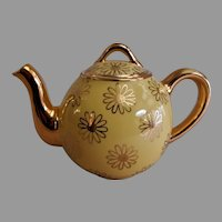 """Hall China Company """"French Daisy"""" 2-Cup Teapot"""