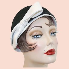 Vintage Frank Olive for Neiman-Marcus Black Flapper Style Hat with White Leather Bow
