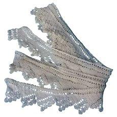 Vintage hand crochet scalloped pillowcase edging