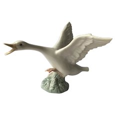 "Lladro Goose with Wings Spread Flying 4 and 1/2"" Porcelain Figurine"