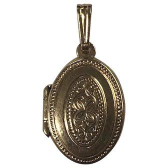 14 Karat Yellow Gold Oval Locket Pendant