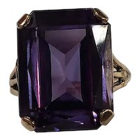 14K Yellow Gold Color Changing Stone Ring Size 7.75