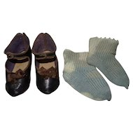 Antique nice pair of shoes Jumeau size 12 with their socks Perfect condition