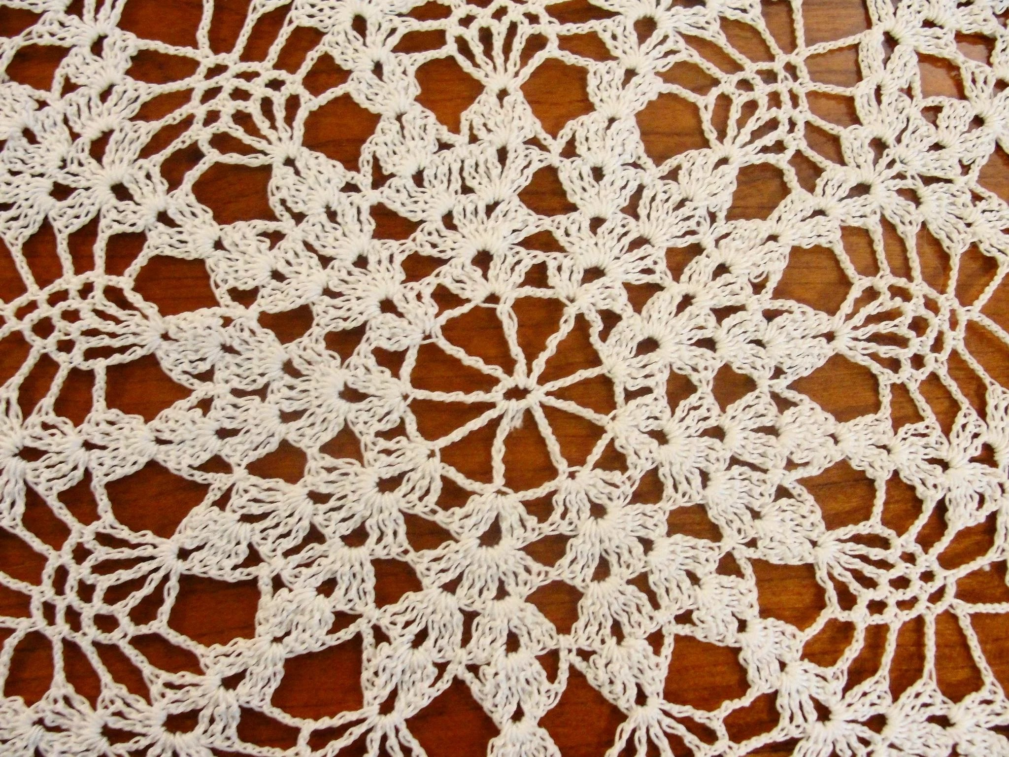 Large Vintage Hand Crochet Round Pineapple Doily SOLD | Ruby Lane