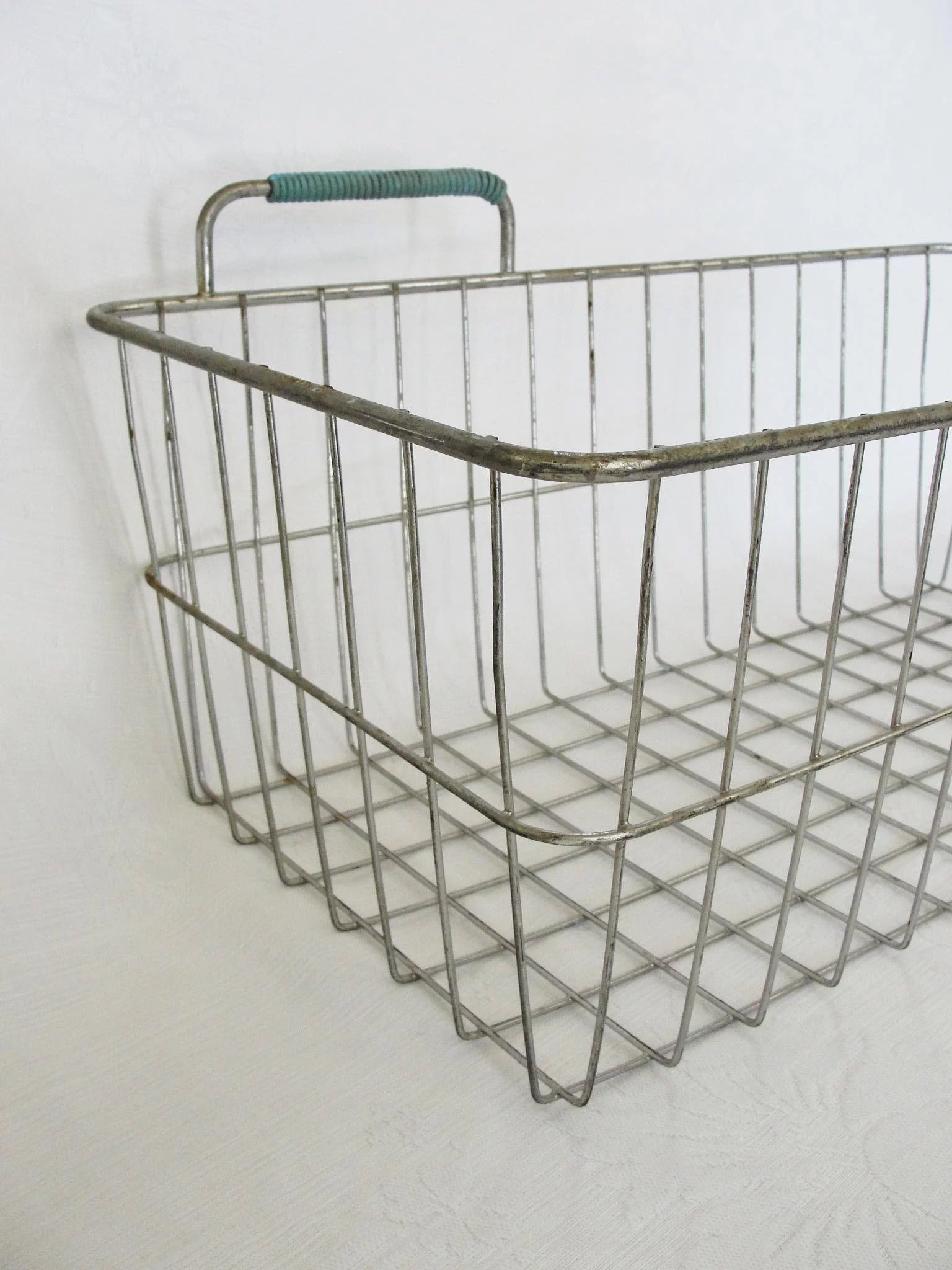 Old Fashioned Vintage Wire Bike Baskets Model - Everything You Need ...