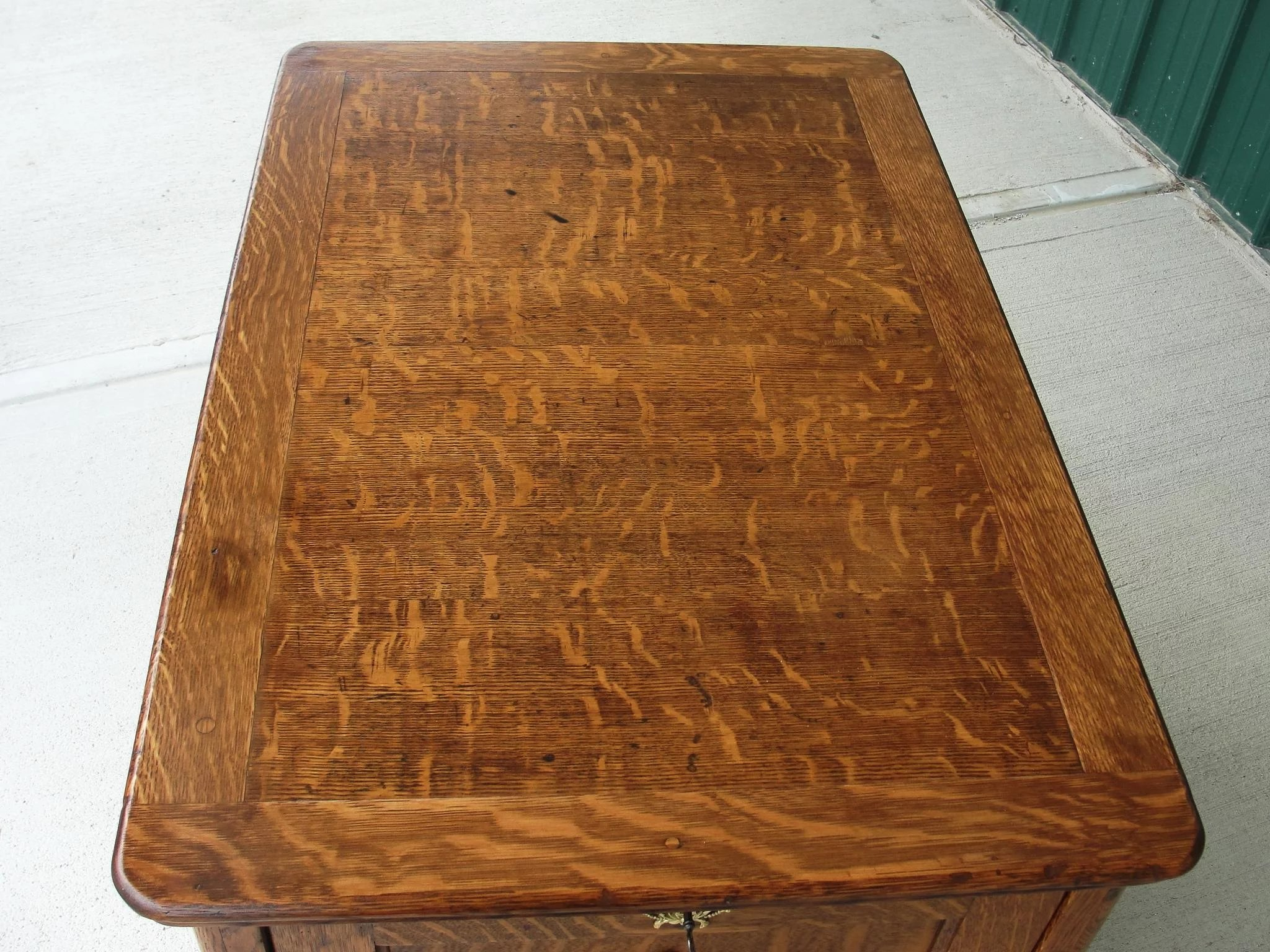 Quarter Sawn Oak Desk End Table With Storage To Expand