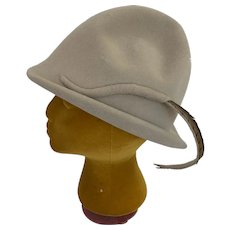 Frank Olive For Gimbels Vintage 1960s Taupe Felt Robin Hood Fedora with Feather