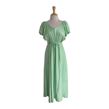 Spring Green 1970s V Neck Gown