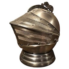 Cool retro 1960's Knights Armor helmet decanter w/ 4 shot glasses & music box