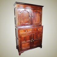 18th Century Antique Welsh Oak Court Cupboard.  Cwpwrdd Deuddarn, Didarn