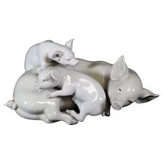Lladro Trio of Mother Pig & Piglets - Jose Roig