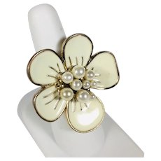 Fun 1970's Enamel Flower Ring on Gold Tone with Faux Pearls