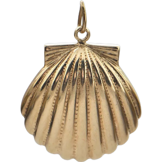 Vintage Gold Scallop Shell Charm
