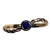 Contemporary Daisy Exclusive Sri Lankan Royal Blue Sapphire 18K Yellow Gold Ring