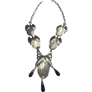 Aesthetic movement V. Morris sterling silver necklace