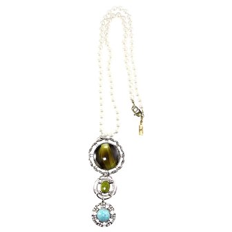 """Vintage rhodium plated 3 piece drop pendant on 28"""" imitation knotted glass pearls"""