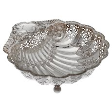 Edwardian Sterling Silver Shell Shaped Dish with Scalloped Border