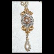 Renaissance Grandeur Baroque Simulated Pearls Pendant Necklace