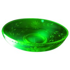 """10""""  Floral Etched Vaseline Glass Bowl Yellow Green Daisy"""