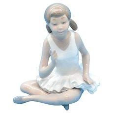 NAO - Lladro ~ Attentive Ballet Girl #02010146