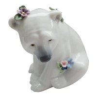 LLadro - Polar Bear Seated with Flowers #06356