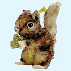 "Steiff Squirrel Perry, 7"", all IDs, vintage 1965 to 67, velvet pine cone"
