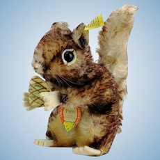 """Steiff Squirrel Perry, 7"""", all IDs, vintage 1965 to 67, velvet pine cone"""