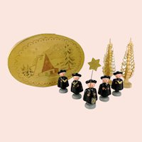 Caroling Choir Singers German Erzgebirge with two Span Trees in Chip Box from Seiffen