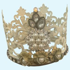 Doll Crown is a Mixture of Rustic and Elegant