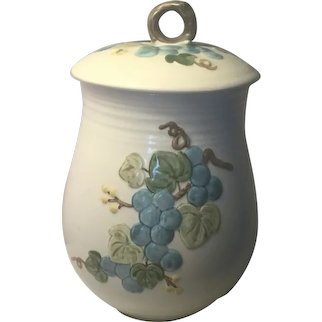 """Metlox Sculptured Grape - 8 1/8"""" Flour Canister with Lid"""