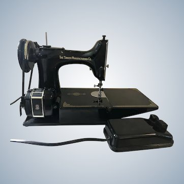 1952 Singer Featherweight 221-1 Portable Sewing Machine
