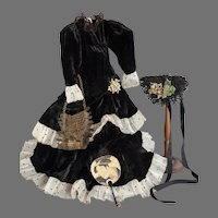 Elegant Black Silk Velvet Evening Gown and Bonnet for Gaultier Fashion Poupée circa 1885