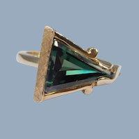 Vintage Triangular Green Tourmaline Brushed 10k Yellow Gold Unusual Cocktail Ring Retro Modernist Modern