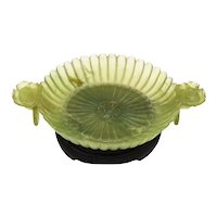 China 1800 Qing Dynasty jade dish in the shape of a chrysanthemum flower