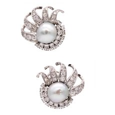 Platinum 1940 Art-Deco earrings with 2 Gia Certified pearls and 3.15 Cts in diamonds