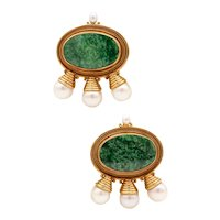 Elizabeth Gage London 18 kt yellow gold clips-earrings with green turquoise and pearls