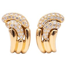 Boucheron 1970 Paris modernism clip-earrings in 18 kt yellow gold with 2.20 cts of VS diamonds