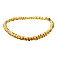 Italian 1970 Florentine rigid fluted collar necklace in solid hammered 18 kt yellow gold