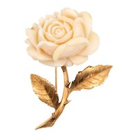 Italy 1950's Mid-century brooch in 14 kt yellow gold with a carved rose in coral