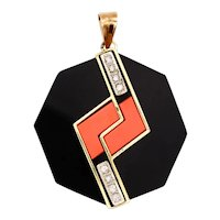 Modernism 1970's octagonal pendant in 18 kt yellow gold with VS diamonds coral & onyx